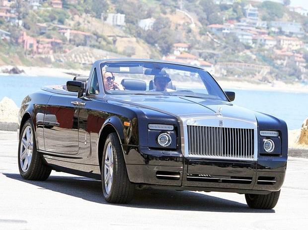 Năm 2011, khi Mariah Carey và Nick Cannon còn hạnh phúc bên nhau, Nick đã chi mạnh 400 nghìn đô la Mỹ mua tặng vợ diva 1 siêu xe Rolls Royce làm quà giáng sinh, Mimi rất hài lòng và thường xuyên đi dạo mát bằng chiếc xe sang trọng này