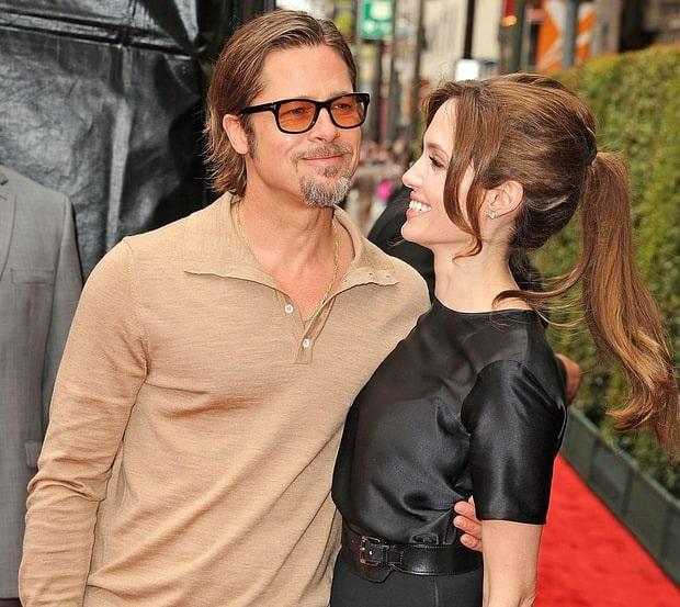 Năm 2012, Angelina Jolie từng mua tặng Brad Pitt cả một thác nước đẹp ở California vì Brad luôn khao khát có một thác nước gần nhà. Thật tiếc là đôi tình nhân lãng mạn đã chia tay nhau vào tháng 9 vừa qua