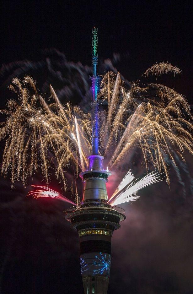 Màn trình diễn pháo hoa từ tháp Sky tại thành phố Auckland (Ảnh: Getty)