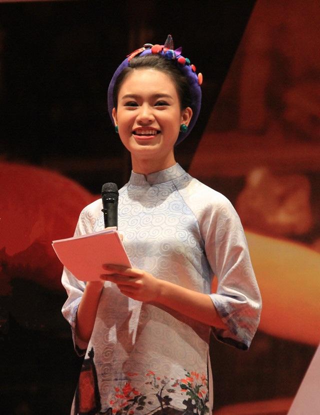 Top 10 Hoa hậu Việt Nam 2016 Phùng Ngọc Bảo Vân sở hữu bảng thành tích học tập đáng nể.