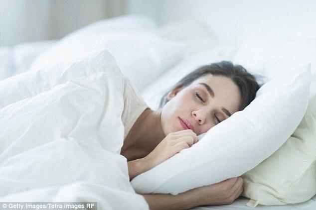 Vì sao nên giặt ga trải giường hàng tuần? - 1