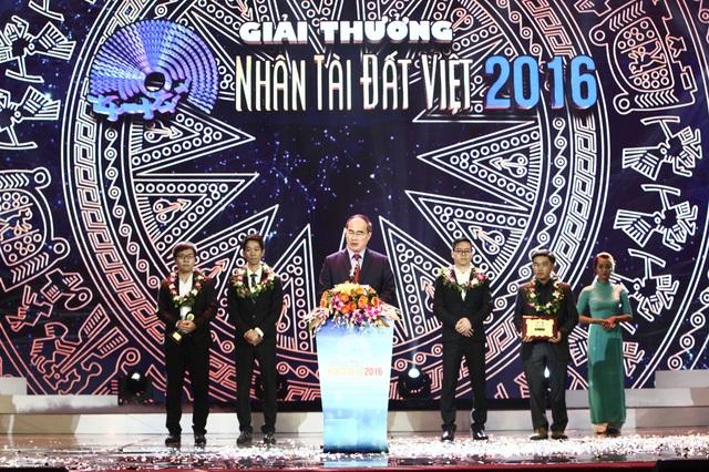 Giải thưởng Nhân tài Đất Việt là lời tri ân dâng tặng các thầy cô giáo - 1