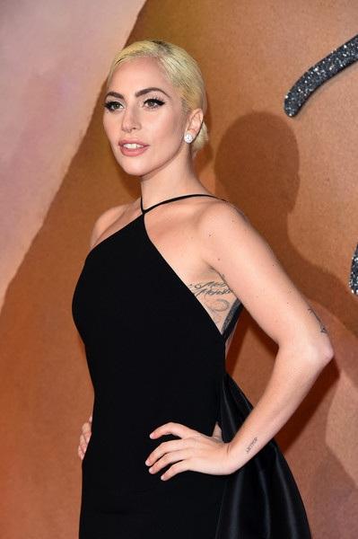 Cô đang dính tin đồn phẫu thuật thẩm mỹ làm đẹp.