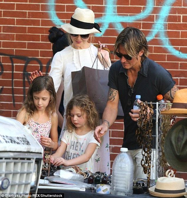 Trước đây Nicole Kidman và Keith Urban thường xuyên bị thợ săn ảnh bắt gặp đi cùng các con ra phố hoặc sánh đôi dự sự kiện