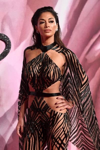 Ca sỹ người Mỹ Nicole Scherzinger gây choáng với trang phục táo bạo