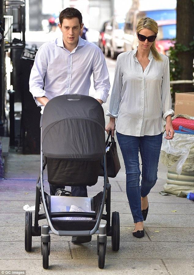 Nicky Hilton đã có 1 hôn lễ như trong cổ tích tại cung điện Kensington, trong hôn lễ Nicky diện váy cưới Valentino gần 2 tỷ đồng