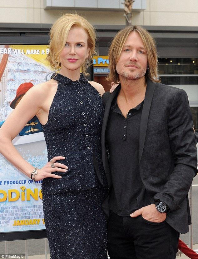 Nicole cũng ở bên chồng khi giám khảo cuộc thi Thần tượng âm nhạc Mỹ phải đi cai nghiện rượu