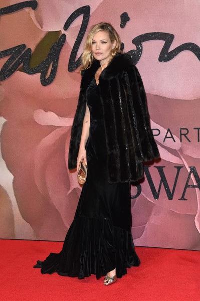 Kate Moss trẻ hơn nhiều so với tuổi 46