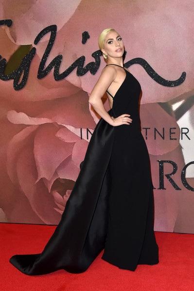 Lady Gaga thanh lịch trong bộ váy dạ hội màu đen