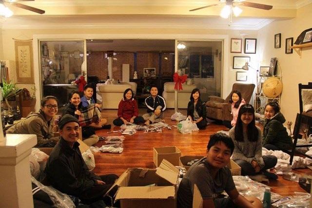 Giáng sinh san sẻ yêu thương và hơi ấm cùng người vô gia cư của nhóm bạn Phạm Nguyễn Đăng Trình.