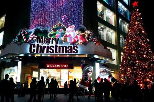 Vincom Bà Triệu náo nhiệt với các hoạt động vui chơi đêm Noel