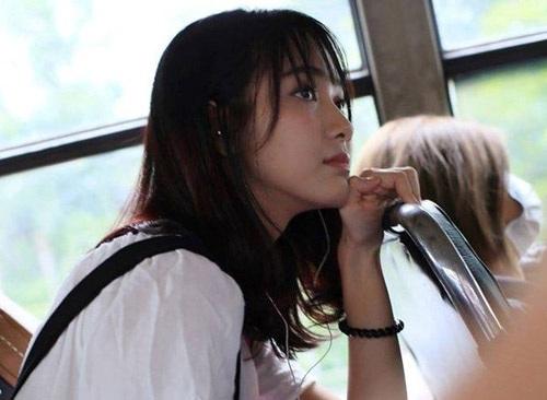 Hình ảnh chụp lén trên xe buýt của Jang Mi được chia sẻ khắp các trang mạng xã hội