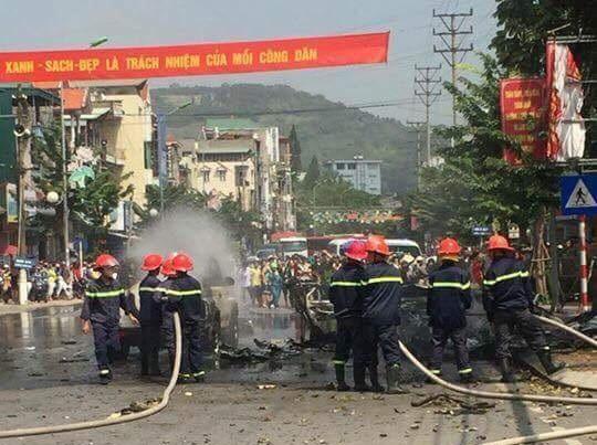 Lực lượng chữa cháy nỗ lực dập lửa sau vụ nổ