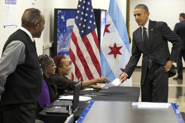 Tổng thống Barack Obama đi bỏ phiếu sớm tại Chicago năm 2014. (Ảnh: Getty)
