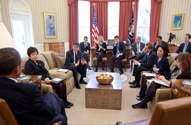 Một cuộc họp của ông Obama với các trợ lý tại Nhà Trắng. Nguồn: CNN