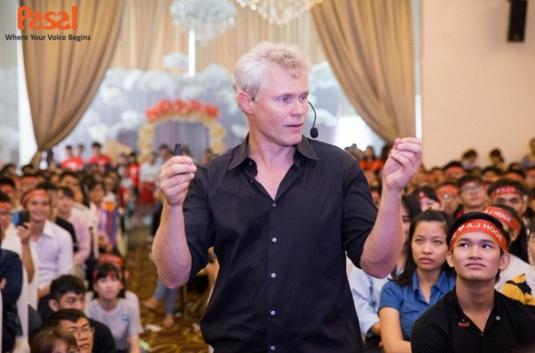 Lần thứ 2 Tiến sĩ A.J Hoge tái ngộ với fan hâm mộ tại Sài Gòn.