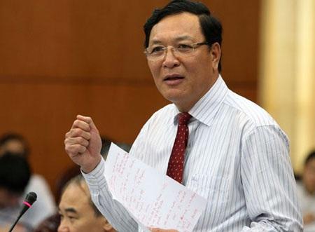 . Ông Phạm Vũ Luận, nguyên Ủy viên Trung ương Đảng, nguyên Bộ trưởng Bộ Giáo dục và Đào tạo được quyết định chuyển về Trường Đại học Thương mại.