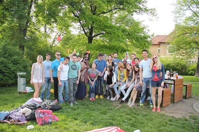 Một buổi dã ngoại với các bạn của Linh đến từ khắp 5 châu lục khi anh đang học thạc sĩ.