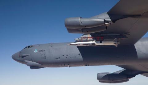 Vũ khí X-51A trên máy bay B-52.