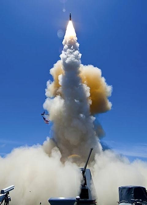 Hải quân Mỹ phóng tên lửa SM-6.