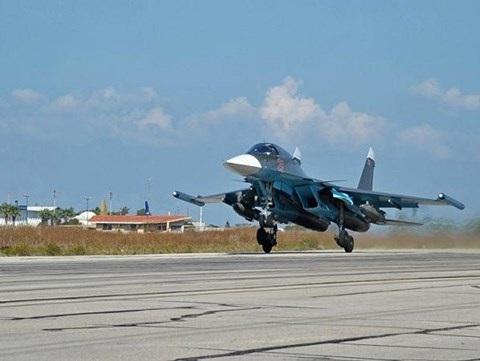 Một chiếc máy bay chiến đấu S-34 cất cánh từ căn cứ không quân Hmeymim