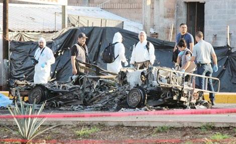 Nhân viên điều tra làm việc tại hiện trường vụ tấn công.