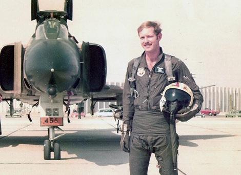 Cơ trưởng Sully khi còn là phi công máy bay chiến đấu F4 Phantom trong Không quân Mỹ.