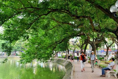 Hồ Gươm luôn là địa điểm vui chơi lý tưởng và trong ngày Phụ nữ Việt nam 20/10.