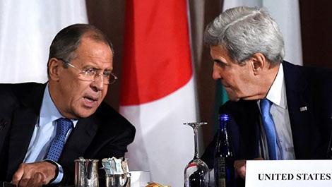 Ngoại trưởng Nga Sergei Lavrov và người đồng cấp Mỹ John Kerry.