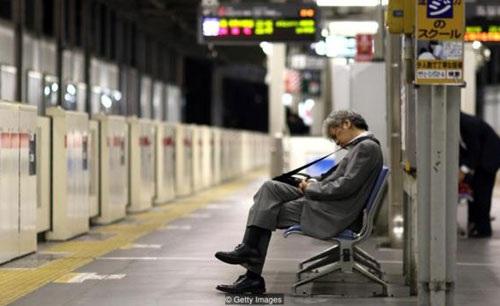 Nhật Bản đau đầu với tình trạng chết do công việc - karoshi - 1