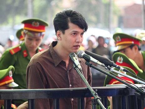 Nguyễn Hải Dương (người mong muốn được hiến xác) tại phiên tòa sơ thẩm. Ảnh: H.GIANG