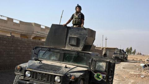 Lực lượng Iraq tiến vào ngôi làng Bazwaya. Ảnh: AP