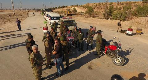 """Quân đội Syria tại một điểm chốt thuộc """"hành lang nhân đạo ở Aleppo"""