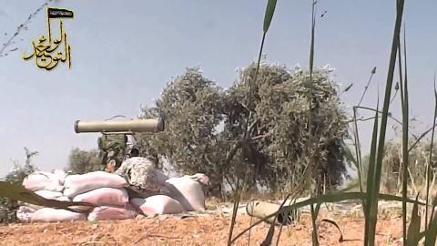 Tên lửa chống tăng Kornet trong tay khủng bố IS.