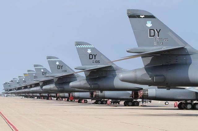 Các máy bay chiến đấu chủ yếu có trong trang bị của Không quân Mỹ là các máy bay tiêm kích- ném bom một số kiểu khác nhau.