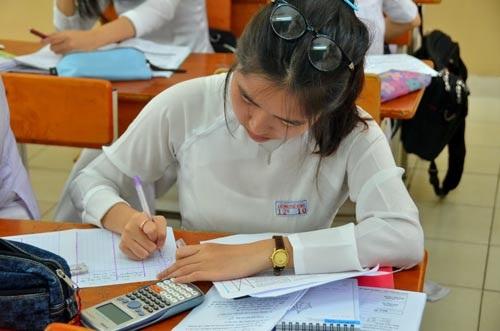 Học sinh tại TP HCM đang làm quen với hình thức thi trắc nghiệm. (Ảnh: Tấn Thạnh)