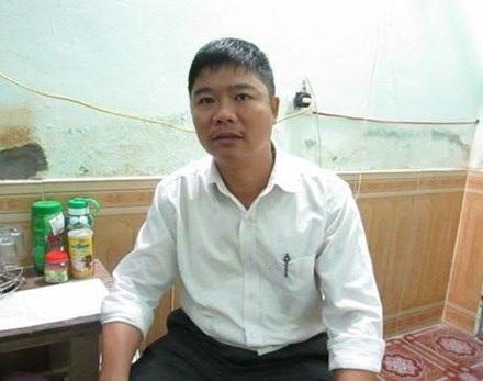 Thầy giáo Dương Quang Thành, người trả lại của rơi cho đồng nghiệp.