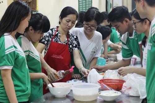 Học sinh Trường THPT Lê Quý Đôn học nghề dinh dưỡngẢnh: Hoàng Triều