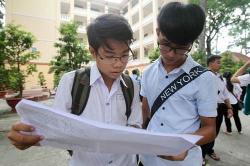 Học sinh THPT đang được làm quen với đề thi của kỳ thi THPT quốc gia. (Ảnh: Hoàng Triều)