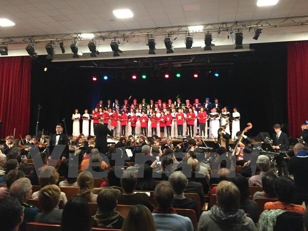 Hợp ca Quê hương tại Pháp và dàn nhạc Nhạc viện thành phố Rouen (thủ phủ vùng Normandie của Pháp). (Ảnh: Việt Sơn/Vietnam+)