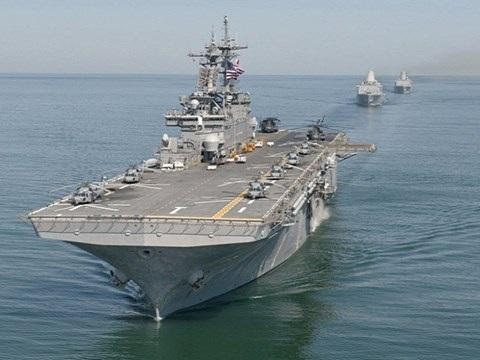 Tàu tiến công đổ bộ USS Wasp (đi đầu) của hải quân Mỹ