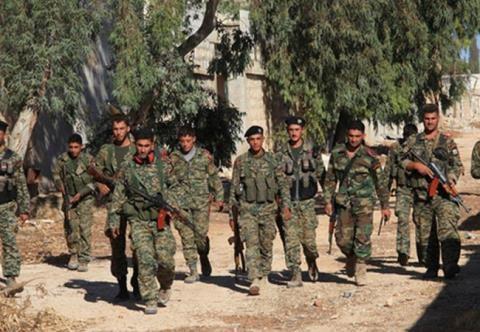Binh sĩ quân đội Syria tiến vào khu phố đã giải phóng ở Aleppo