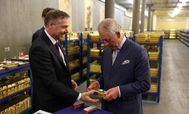 Hoàng tử Anh choáng ngợp trước kho vàng 400.000 thỏi - 1