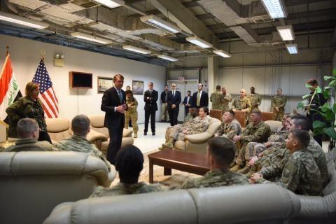 Bộ trưởng Quốc phòng Mỹ tới thăm các binh sĩ Mỹ ở Iraq. Ảnh: Facebook Bộ Quốc phòng Mỹ