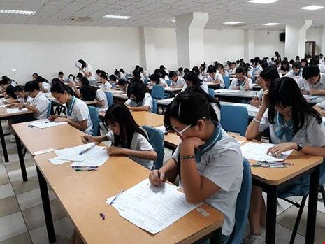 Quang cảnh buổi kiểm tra chung đầu tiên vào ngày 16-12 vừa qua tại phòng đa năng với hơn 300 học sinh.