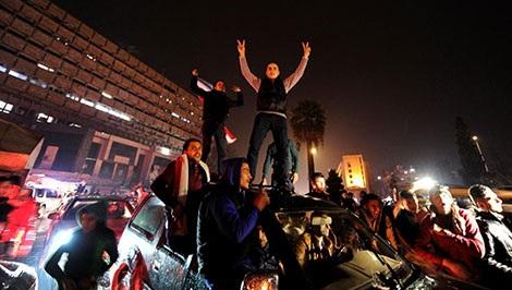 Những người trung thành với Tổng thống al Assad reo mừng chiến thắng tại Aleppo.