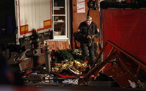 Hiện trường vụ tấn công chợ Giáng sinh tại Berlin. Ảnh: Reuters