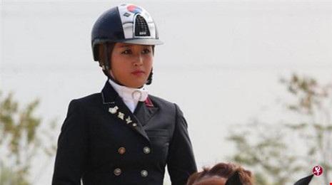 Chung Yoo-ra, 20 tuổi, từng đoạt huy chương vàng trong bộ môn cưỡi ngựa biểu diễn tại Á vận hội Incheon 2014.