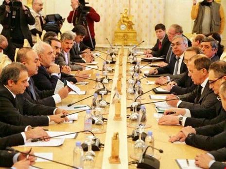 Hội nghị các ngoại trưởng Nga, Iran và Thổ Nhĩ Kỳ tại Moscow ngày 20-12. Ảnh: AFP