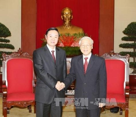 Tổng Bí thư Nguyễn Phú Trọng và Ủy viên Bộ Chính trị, Bí thư Ban Bí thư, Trưởng ban Tuyên truyền Trung ương Đảng Cộng sản Trung Quốc Lưu Kỳ Bảo. Ảnh: TTXVN